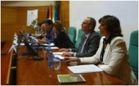 Junta directiva de la UNE durante la reunión