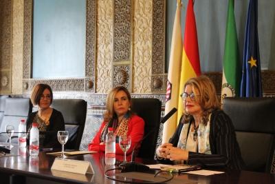 De izquierda a derecha, Carmen Liñán, Rosario Mérida y Mercedes Monmany