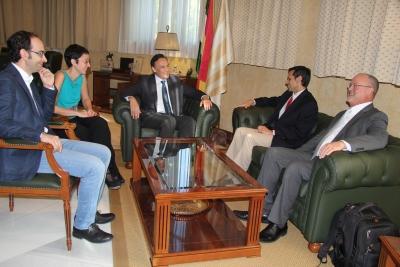 De izquierda a derecha, Antonio Raigón, Nuria Magaldi, José Carlos Gómez Villamandos, Michael Rao y Robert McKenna, durante la visita de la delegación de la VCU al Rectorado