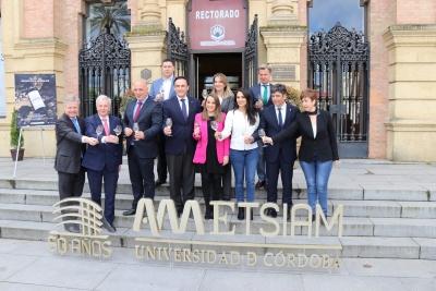 Foto de familia de autoridades que han asistido a la presentación en el Rectorado de la XXXV Cata del vino Montilla-Moriles