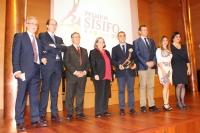 Galardonados y autoridades, durante la entrega de los Premios Sísifo