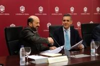 Manuel Torres y Gabriel Dondra tras la firma del contrato