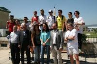 Los primeros clasificados, con autoridades y organizadores tras la prueba