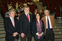De izqda. a dcha., López Barneo, el rector, José Manuel Roldán, Teresa Roldán y Emilio Fernández