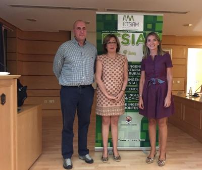De izqda. a dcha., Luis Martín, Julieta Mérida y Rosa Gallardo