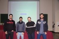 Miembros del consejo de estudiantes de la Escuela Politécnica Superior de Córdoba y del Aula de Software Libre, durante la presentación de la aplicación.