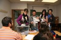 Alumnos de CCTT votanto