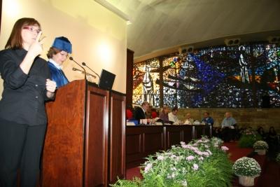 La secretaria general, Julia Angulo, lee la memoria anual
