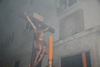 Paso del Cristo de la Universidad ante la sede del antiguo Rectorado