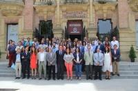 Foto de familia de autoridades, profesorado de la UCO y mandos de Carrefour partciantes en el Campus