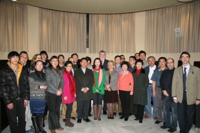El rector y la vicerrectora, junto a la delegación china