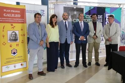 En el centro, Enrique Quesada Moraga (izq) y Juan Jesús Luna (derch) junto al resto de autoridades.