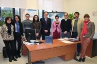 El rector, José Carlos Gómez Villamandos y la vicerrectora de Relaciones Internacionales, Nuria Magaldi, con responsables y el equipo de la ORI.