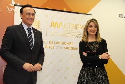 El rector de la UCO y la directora de la ETSIAM en la presentación del programa de actividades del 50 aniversario del centro.