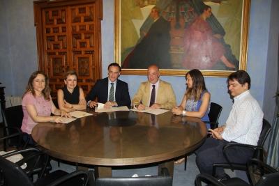Un momento de la firma del convenio en la Diputación de Córdoba.