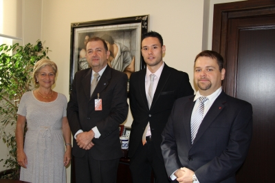 Carmen Galán con los integrantes de la delegación colombiana