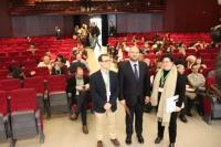 El vicerrector de Investigación y Desarrollo Territorial, Enrique Quesada, junto a la decana de la Facultad de Ciencias y el presidente del comité científico del encuentro