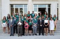Alumnos y profesores de Ciencias del Trabajo tras el acto de graduación