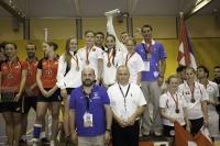 Los equipos medallistas  en el podio