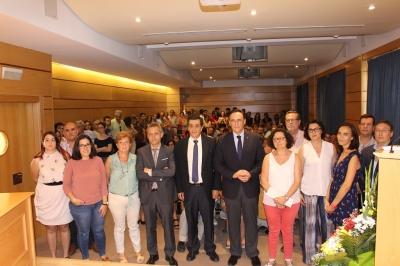 El rector ha presidido el homenaje al profesor, en una sala llena de compañeros y familiares del profesor