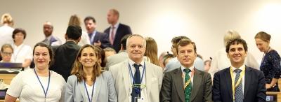 Delegación española acreditada con plenos poderes para comprometer la voluntad de España. Eva. M Vazquez, segunda por la izquierda