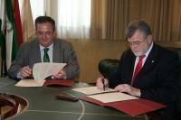 Baldomero Moreno y el rector en un momento de la firma