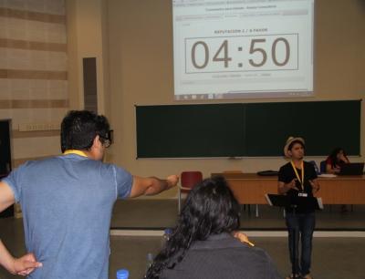 Un momento del primer debate del Mundial de Debate.