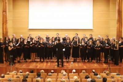 El coro Averroes, durante su actuación con motivo de la celebración del décimo aniversario de la agrupación.