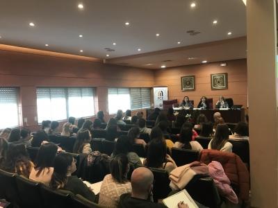 Vista general de la sala de grados de la Facultad de Ciencias de la Educación en la última sesión de las jornadas celebrada en la tarde de ayer.