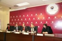 De izda. a dcha., Pablo García Casado, Ramón López, Manuel Torres, Carmen Blanco y el cineasta Isaki Lacuesta, en rueda de prensa