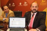 Manuel Torres ( dcha) tras presentar telemáticamente su candidatura acompañado de su director de campaña Miguel Agudo