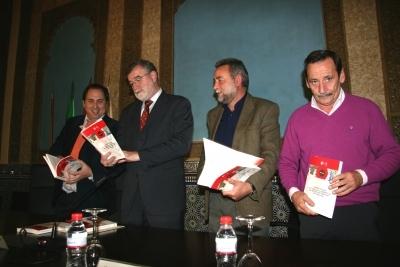 De izquierda a derecha, Miguel Agudo, José Manuel Roldán, Francisco Fernández Sevilla y Antonio Fernández en la presentación de ligro de UGT-A coordinado por Agudo