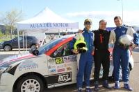 Juan Luna, acompañado de Daniel Rodríguez y Carlos Chamorro, junto al Dacia Sandero con el que compite el equipo de la UCO.