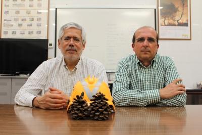 Miguel Ángel Herrera (i) y Francisco Rodríguez y Silva, en el laboratorio de su grupo de investigación en la Universidad de Córdoba