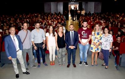Autoridades asistentes al acto de bienvenida del alumnado extranjero