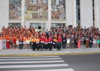 Foto de familia de las promociones de Turismo y RR. LL.