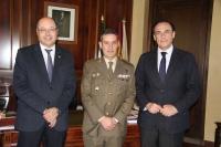 De izquierda a derecha, Antonio Cubero, el coronel Laquidáin y el rector, José Carlos Gómez Villamandos.