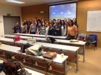 Foto de familia de profesores y alumnos al término del curso.