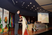 El rector da la bienvenida a los asistentes a la jornada celebrada en el Rectorado