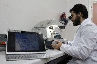 Un investigador de la UCO en su laboratorio
