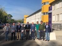 El rector, en el centro, con la delegación que ha visitado las instalaciones del Hospital Clínico Veterinario.
