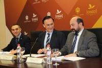 De izquierda a derecha, Alfonso Zamorano, José Carlos Gómez Villamandos y Manuel Torres, durante la rueda de prensa.
