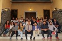 En el centro, el rector con los participantes y autoridades asistentes a la presentacion de los proyectos del programa Yuzz