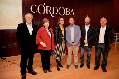 De izquierda a derecha, Julio Anguita, Antonia Parrado, Isabel Ambrosio, Javier Martín, Luis Medina y Francisco Terrón.
