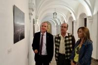 Ricardo Córdoba, José Álvarez y Rosario Mérida durante la inauguración de la exposición