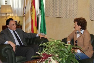 De izquierda a derecha, José Carlos Gómez Villamandos y Mª Sierra Luque, durante el encuentro mantenido en el Rectorado