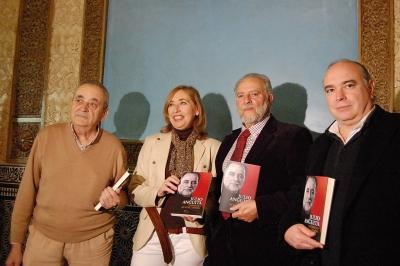 de izquierda a derecha, Rafael García Contreras, Carmen Blanco Valdés, Julio Anguita y Ricardo González Mestre