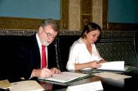 José Manuel Roldán y  Elena Cortes durante la firma de los convenios