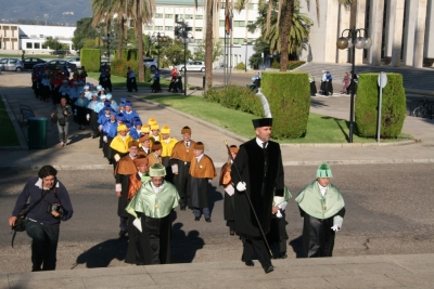 La comitiva se dirige al salón Juan XXIII