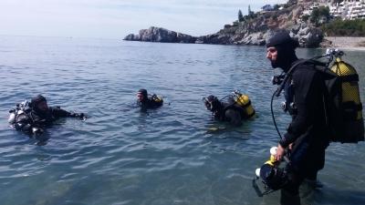 El equipo se prepara para la inmersión